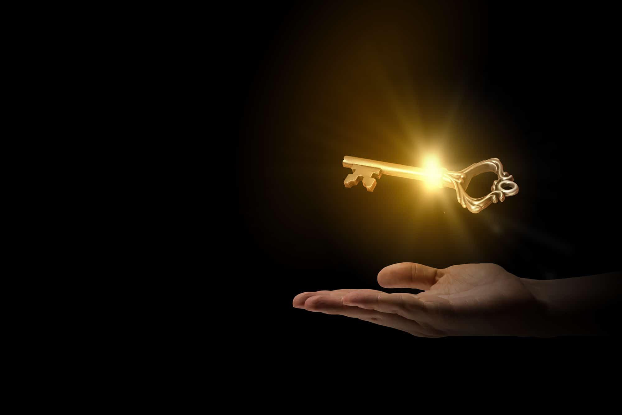 Ein Schwebender Goldener Schlüssel